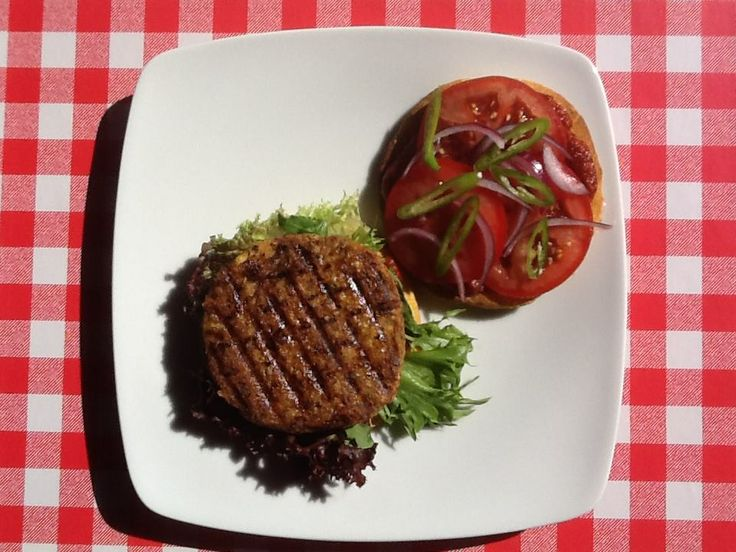 VEGE BURGER NA BUŁCE BEZGLUTENOWEJ / Vege Burger on gluten-free burger roll all made in our bistro