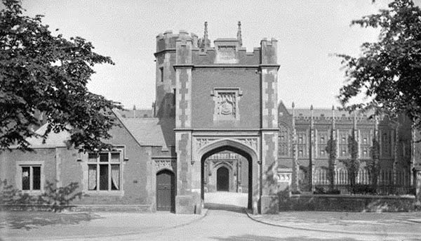 Gate Lodge Tower, Q.U.B., Built 1907, demolished 1922. The architect, Robert Cochrane, designed a Tudor-Revival style lodge and tower, echoing the style of the main university buildings.