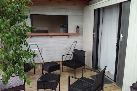 Regardez ce logement incroyable sur Airbnb : La cabane - Bungalows à louer à La Plaine des Cafres, Saint Pierre, Réunion