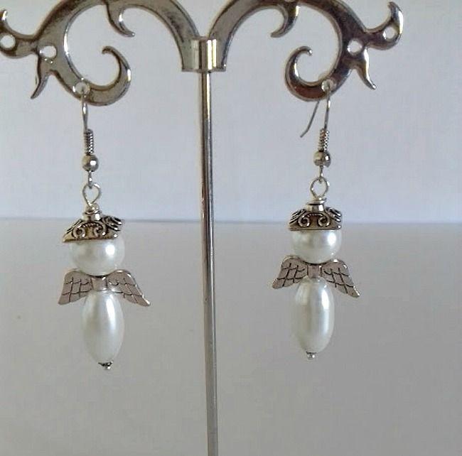 """Boucles d'oreilles """"Angel"""" en métal argenté, perle en verre nacré blanc forme olive , ailes d'anges , perle ronde : Boucles d'oreille par creationsannaprague"""