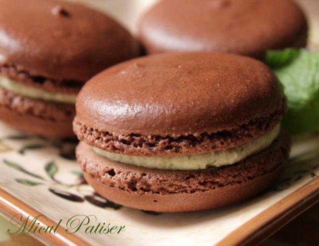 Macarons cu cacao si crema de menta - Cocoa macarons with mint cream