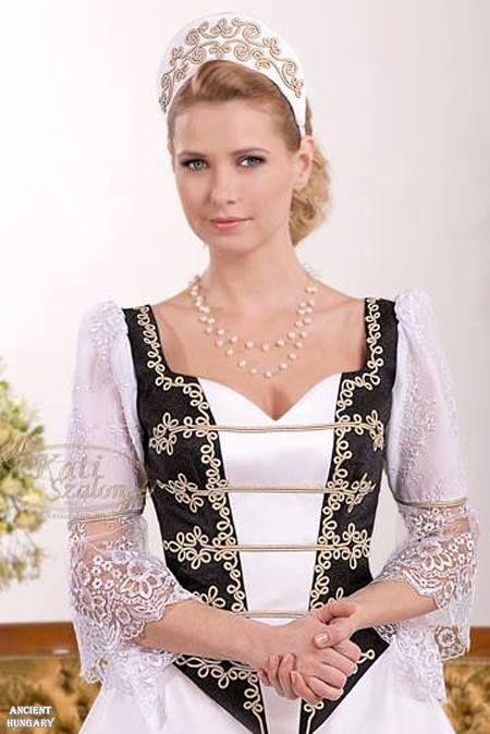 A magyar stílus megunhatatlanul szép! <3 :)  The Hungarian style is everlastingly beautiful! Hagyományőrző esküvő... Divatba kéne hozni! ;)