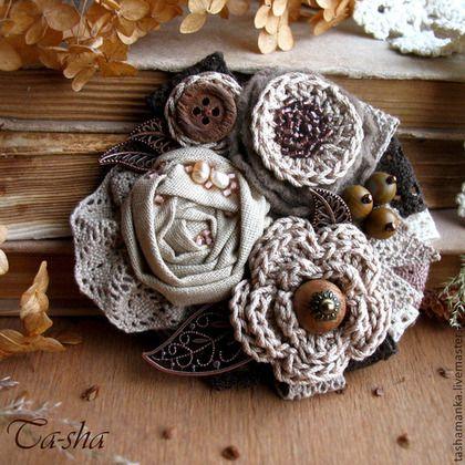 """Броши ручной работы. Ярмарка Мастеров - ручная работа """"Шоколад и сливки"""" брошь из ткани и пряжи, бохо украшение, цветы букет. Handmade."""