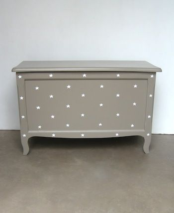 toy chest in grey with white stars for cool boys' bedroom
