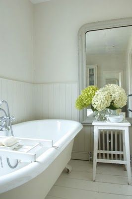 Roll top bath, huge mirror & Soothing colours x