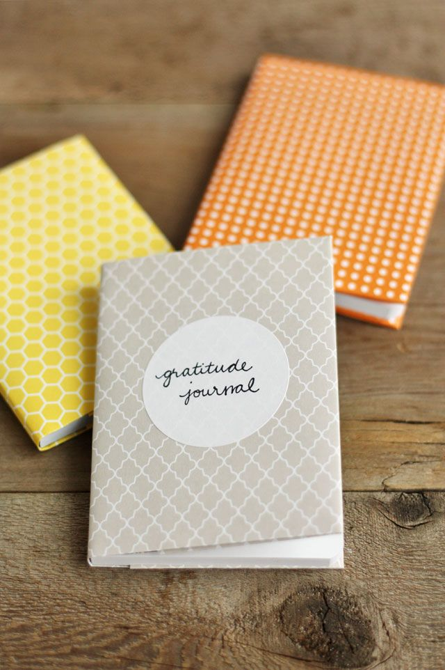 With a few simple supplies & about 5 minutes, you can make these easy gratitude journals to help you keep track of things you're grateful for this month.