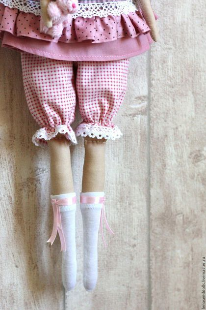 Купить или заказать - Claire - тильда в интернет-магазине на Ярмарке Мастеров. Прекрасная Клэр хранит семейные ценности и доброе отношение к людям в своем сердце)) Очаровательная кукла в изысканном платье, в панталончиках и с маленьким зайкой в руке станет оригинальным подарком для тех, кто Вам дорог. Возможны другие цветовые решения. К каждой куколке прилагается стильная авторская бирочка.