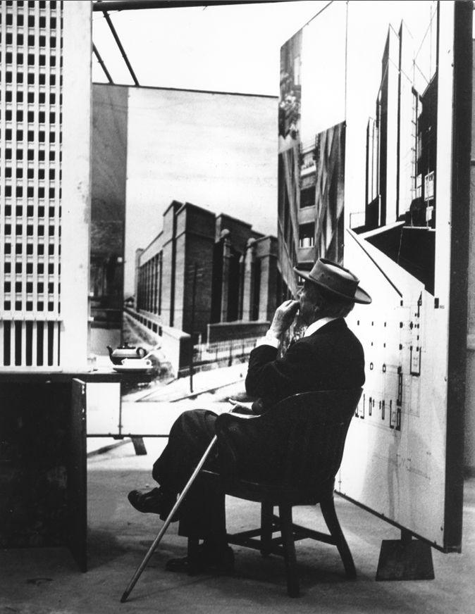 Frank Lloyd Wright, 1953, photographed by Pedro E. Guerrero, Teabreak #1 at the Guggenheim Pavilion, New York City © Pedro E. Guerrero