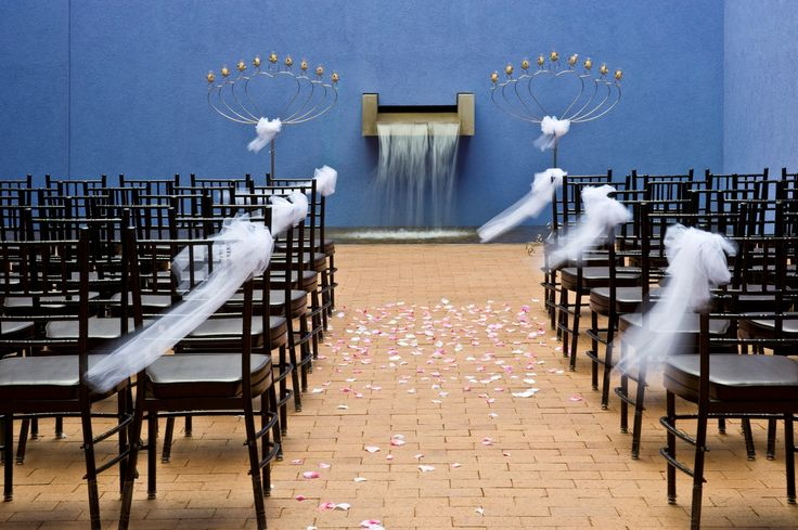 The museum's courtyard offers a dreamy, relaxing setting for saying, 'I do.'
