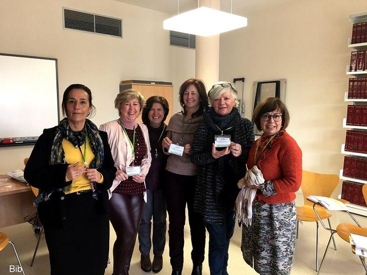 Algunas de nuestras compañeras con los nuevos identificadores durante la reunión de Unidades Técnicas, celebrada en la Biblioteca Central de Badajoxz
