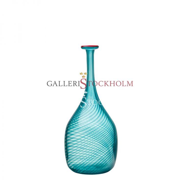 Bertil Vallien - Glaskonst - Red Rim grön flaska Beställ här! Klicka på bilden.