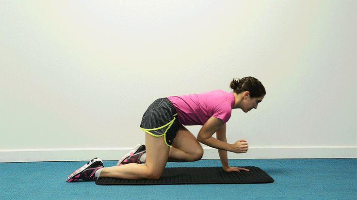 PERRO PAJARO. Para trabajar el torso completo y potenciar la estabilidad en la zona lumbar. Apoyar manos y rodillas, en suelo, muñecas debajo de los hombros y rodillas en línea con las caderas. Sin encorvar espalda, contrae los abdominales, eleva y extiende el brazo derecho y la pierna izquierda. No se trata de altura, sino de longitud. Espera un momento y vuelve lentamente a la posición inicio.  10 repeticiones en cada lado, manteniendo el control durante el ejercicio completo.