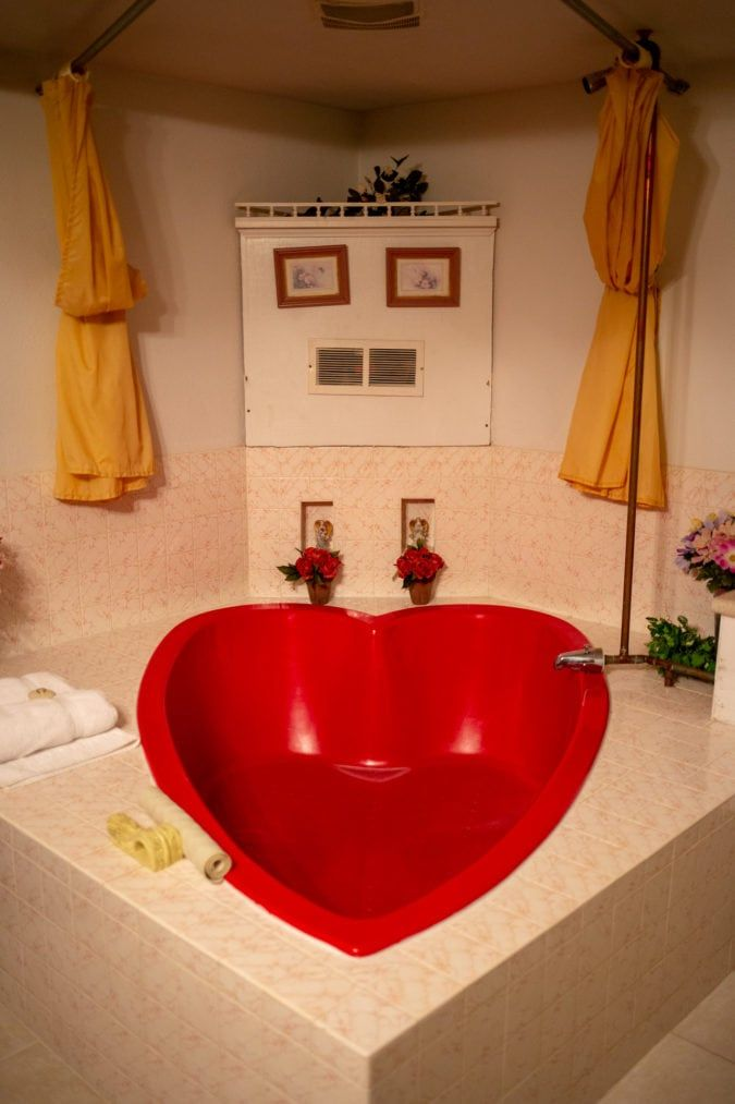 Heart Shaped Tubs And Bed Shackles The Kitschy Don Q Inn Has Been Delighting Honeymooners For Decades House On The Rock Modern Hotel Mirror Ceiling