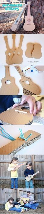 een gitaar gemaakt van karton