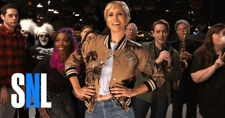 Watch Kristen Wiig, David S. Pumpkins Skeletons & SNL Cast Do the Mannequin Challenge -- Kristen Wiig brings back David S. Pumpkins' skeletons along with the rest of the cast for a massive Mannequin Challenge in a new SNL video. -- http://tvweb.com/saturday-night-live-mannequin-challenge-video/