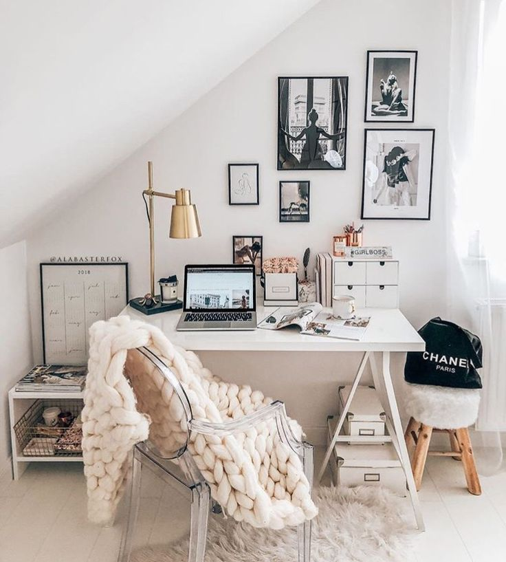 Cozy chic home office #office #work #workspace #neutral #decor