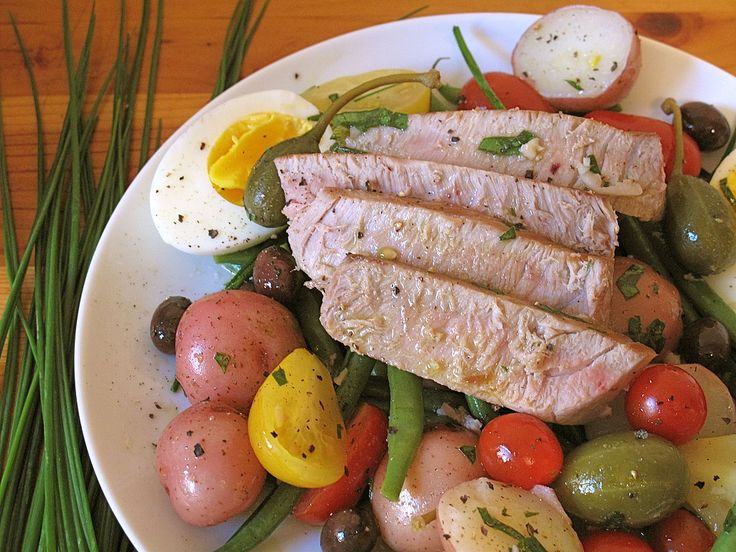Summer of Salads: Nicoise Salad: Since PartySugar and I have been infatuated with salads this Summer, I thought it would be appropriate to pay homage to the French national holiday today with a specialty native to the Côte D'Azur region of France.