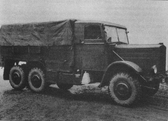 Škoda S. Motor 1x Škoda 6V, zážehový a kapalinovou chlazený šestiválec, spotřeba 85l/100 km.