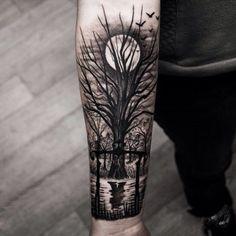 Tattoo Baum bei Vollmond