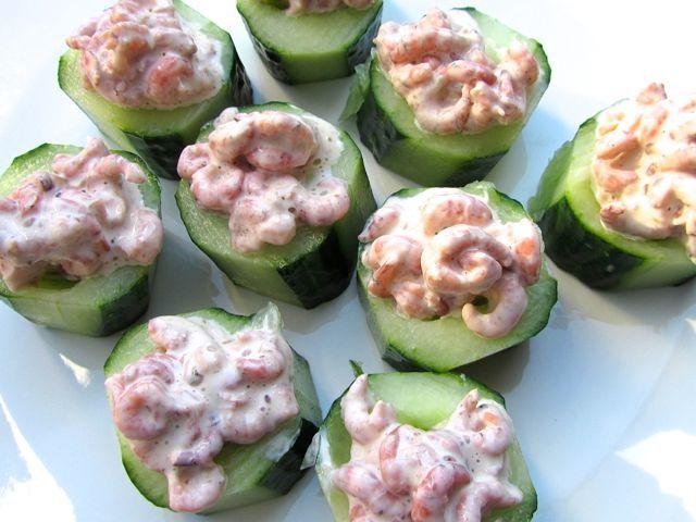 Lekkere snack, komkommer met Hollandse garnalen