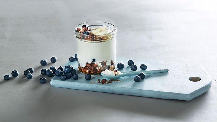Oppskrift på Naturell yoghurt med kakao og kokoskrønsj