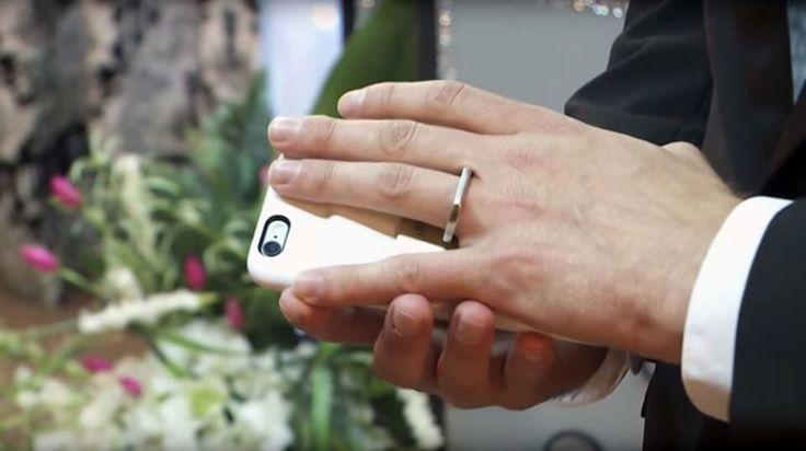Аарон Шервенак женился на своем смартфоне в Лас-Вегасе. Фото №5