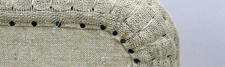 Kurs i möbeltapetsering – lär dig att stoppa och klä om möbler   Vill du prova på ett genuint hantverk? Återbruk ligger i tiden. Du kan återställa din gamla stol till forna tiders glans eller med egna händer göra om den i din personliga stil. Du får lära ...