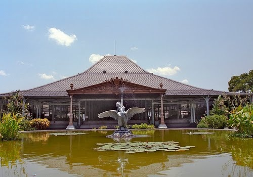 Mangkunegaran the palace residence of Sri Paduka Mangkunagara in Surakarta and built upon in 1757 by following the model of smaller palace. In this architecture has the same characteristics as the palace, on pamedan, veranda, pringgitan, palace, and kaputran, which are all surrounded by a sturdy wall.