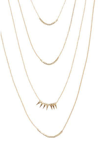 Collier à plusieurs rangs: Collier constitué de plusieurs rangs de fines chaînes en métal. Modèle orné de pendentifs en pointe et de perles en métal. Longueur réglable, 52-59 cm.