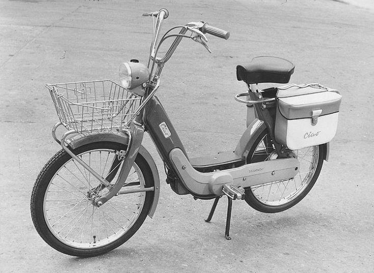 Il primo Ciao del 1967, con la forcella rigida e il freno anteriore a pattino come quello delle biciclette