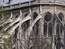 Una caratteristica particolare della Cattedrale di Notre Dame sono gli archi rampanti.