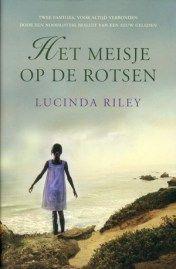 (B)(2012) Het meisje op de rotsen - Lucinda Riley - Feel-good - Een vrouw keert na een ingrijpende gebeurtenis terug naar haar geboorteland Ierland, waar ze het buurmeisje van haar moeder leert kennen. De beide vrouwen ontdekken dat hun families een geschiedenis delen. Genre(s) : familieroman romantisch verhaal