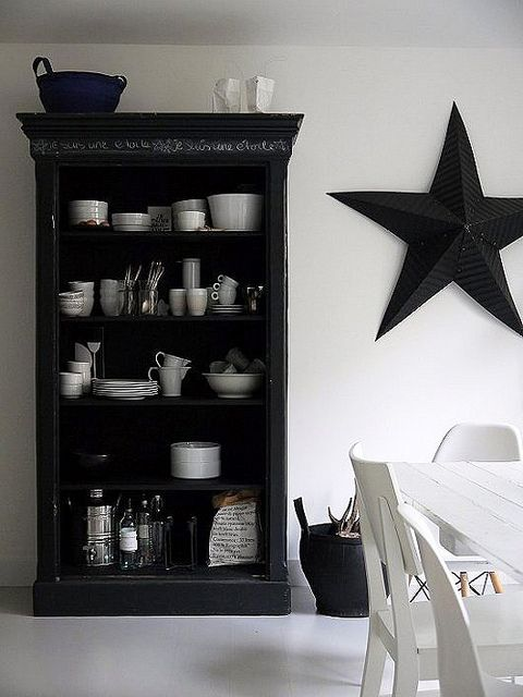 I want that star!!!!  Eetkamer :: #Libelle :: Snapshots of Home: Vosgesparis http://decor8blog.com/2013/03/26/snapshots-of-home-vosgesparis/