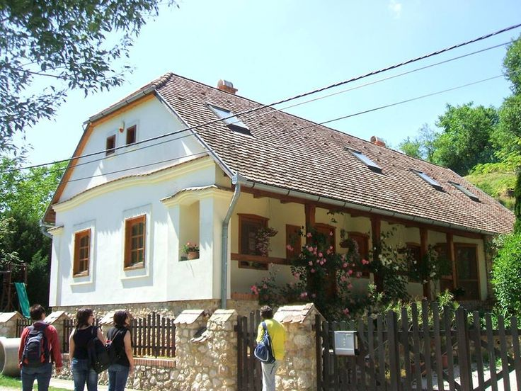 Püspökszentlászló, Baranya megye - Egy a szépen felújított házakból - Fotó: Bálint Gizi (Forrás: Szép Magyar Falvak Facebook)