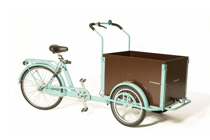 De Fietsfabriek Bakfiets Classic. I love this bike.