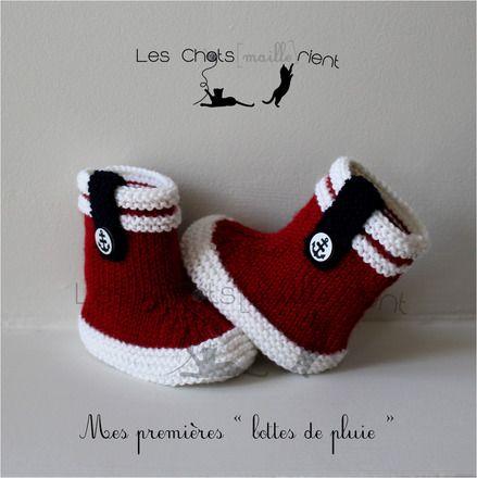 Chaussons bébé tricotés main, style bottes de pluie, rouge et blanc