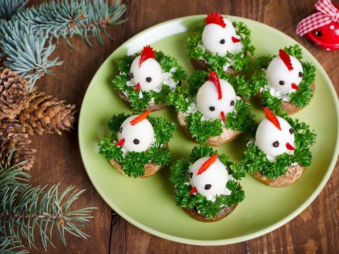 Украшение блюд на Новый год Петуха: выбери самое оригинальное