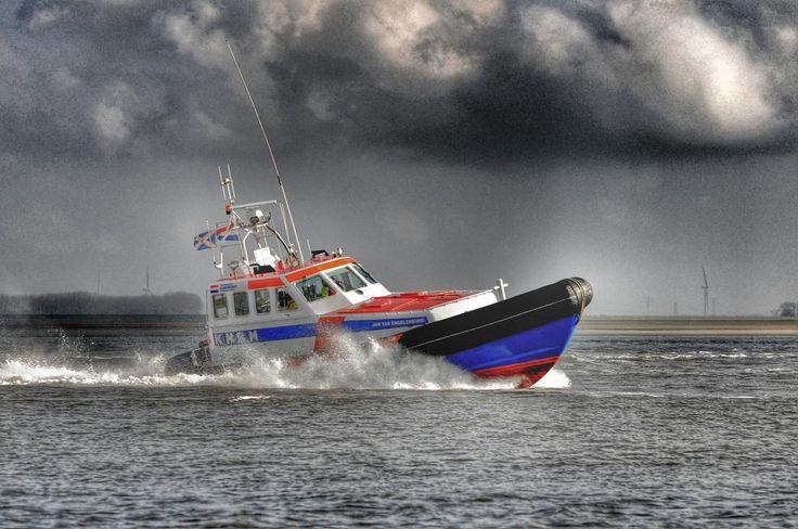 De Jan v Engelenburg wordt morgen 25 jaar. Inzetbaar voor redding en hulpverlening. Zie http://knrm.nl/waar-wij-zijn/ …