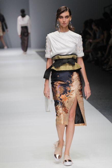 Toton Jakarta Fashion Week 2016 | Style.com Indonesia