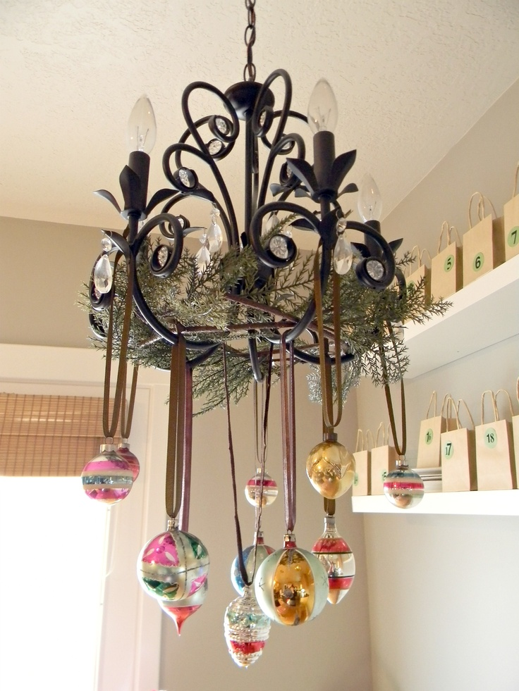 1000 ideas about christmas chandelier decor on pinterest for How to decorate lights for christmas