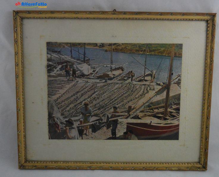 H 808 FOTOGRAFIA A COLORI DI MARINAI CON LE LORO BARCHE CON CORNICHE IN LEGNO COLOR ORO - http://www.okaffarefattofrascati.com/?product=h-808-fotografia-a-colori-di-marinai-con-le-loro-barche-con-corniche-in-legno-color-oro