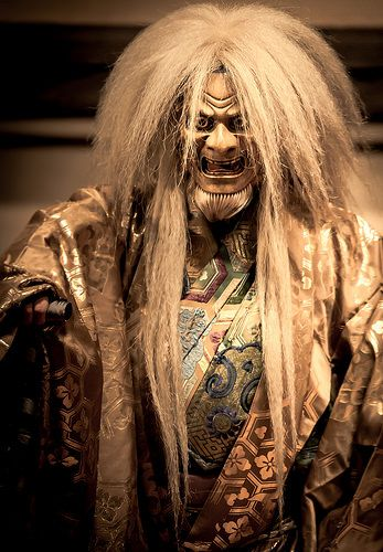 Japanese traditional Noh theater 能, photo by Stéphane Barbery.