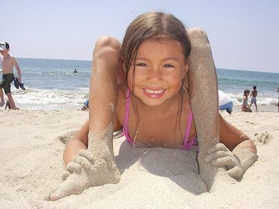 How to Take a Funny Contortionist Picture at the Beach thumbnail