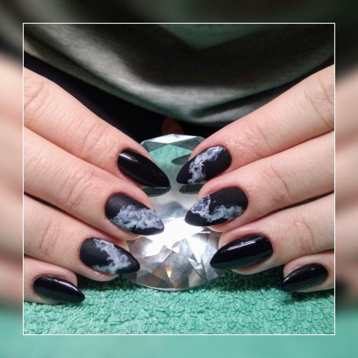 #shellacnails #blacknails #smokynails #smokenails #cutenails #design #black #white #magdaKnailArtist