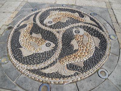 Maggy Howarth pebble mosaic