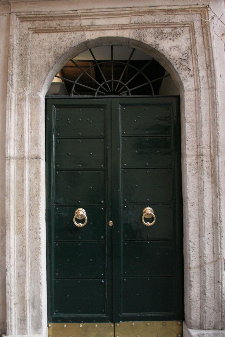 Elegant door down a street surrounding the #Pantheon #Roma & 16 best Roman Doors/Entryways images on Pinterest | Door entry ...