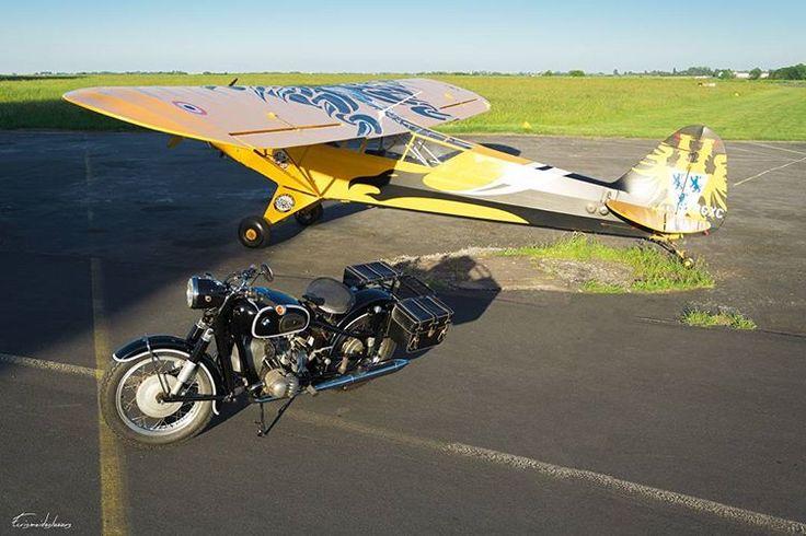 BMW R50 versus #airplane #monoplan  #Bmw #R100 #R90 #R80 #R75 #R60 #R50 #R65 #R45 #R69 #Motorrad #Motorcycle  #bmwmotorrad #bmwmotorrad_france #bmwmotorradusa #caferacerofinstagram #cafeofinsta #racetothecafe #motos #motorcycle #motorcyclelife #bmw #moto #motorbike #pipercub #j3 #niergnies