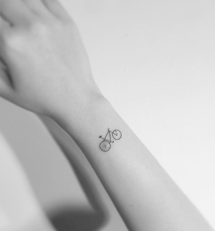 13  Minimalist Tattoos By A Korean Artist