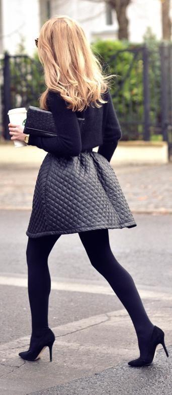 Nos encanta! Salones negros, falda de vuelo acolchada y la perfecta #bagattittude #ootd #inspiration