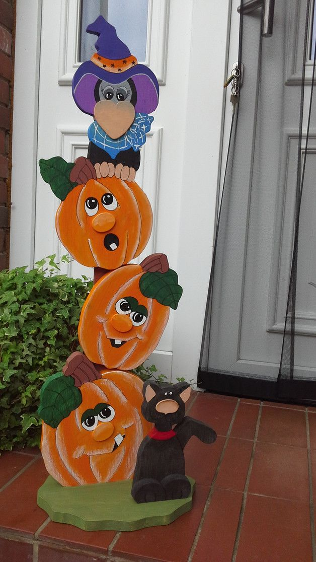 selbstgefertigter Kürbisständer mit Raben und schwarzer Katze aus 18mm Leimholz,lackiert und kann somit im Außenbereich stehen,etwa 86 cm groß,wunderschöne Herbst-oder Halloweendekoration